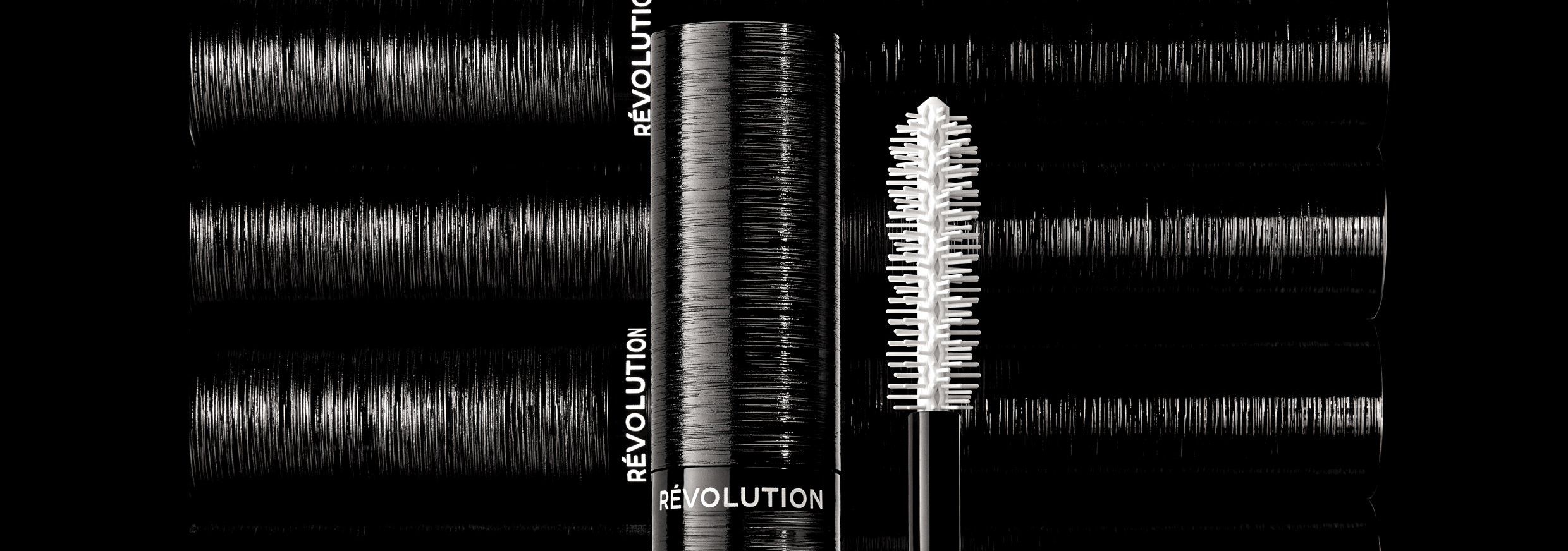 A new addition to the many wonders of the marriage of tech and beauty is the CHANEL Le Volume Revolution mascara.
