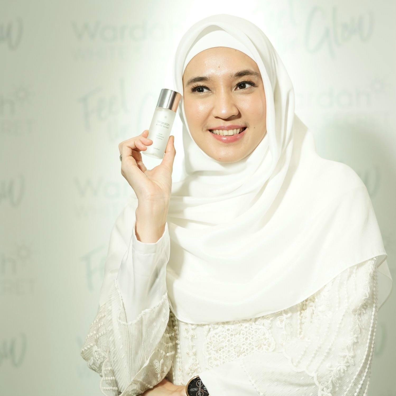 Wardah Perkenalkan Dhini Aminarti Sebagai The New Face Of Wardah White Secret Series